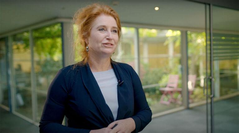 Sabine van Saar aan Huis bij RTL Z