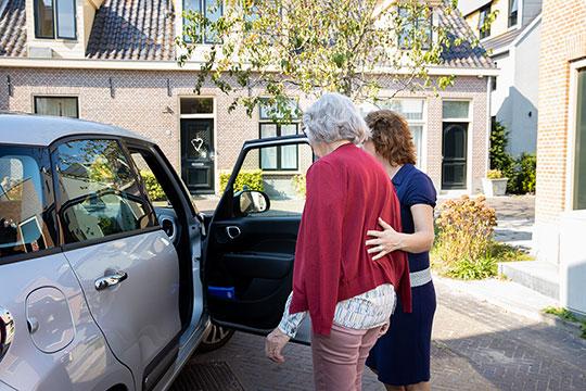 Saar brengt ouderen naar het ziekenhuis voor afspraak