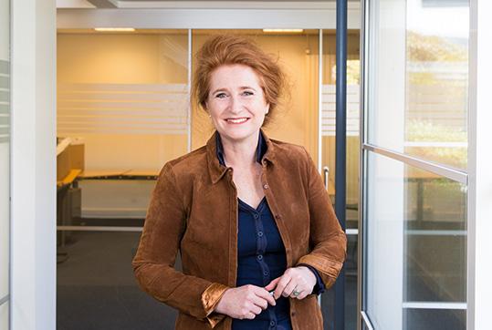 Sabine Blom van Assendelft is de oprichtster van Saar aan Huis
