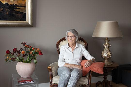 Ouderen zitten vaak eenzaam thuis en verdienen meer ondersteundende zorg op maat