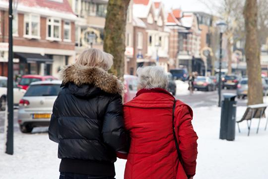 Onze Saar en ouderen gaan samen naar de apotheek of naar een doktersafspraak